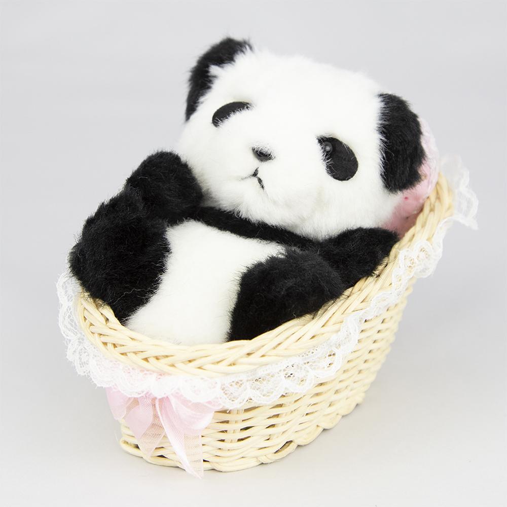 パンダ赤ちゃんカゴ入り
